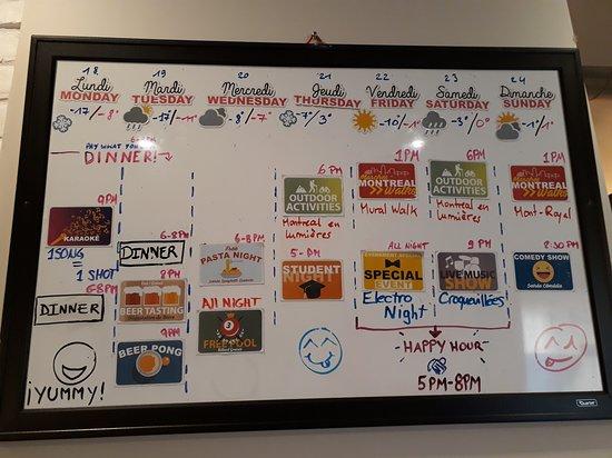 Mural com atividades da semana.