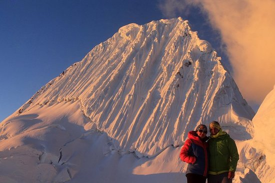 """攀登Alpamayo""""Wolrd最美麗的山峰""""照片"""