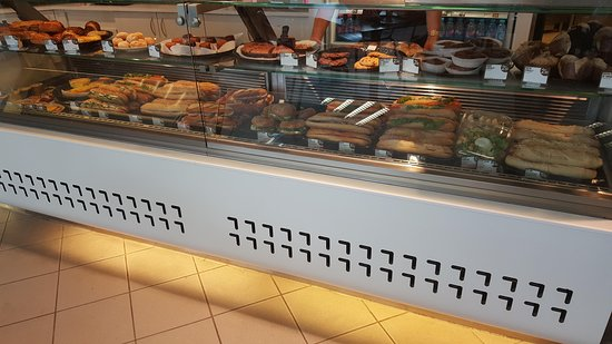 Marchaux, France: Retrouvez une large sélection de sandwichs, salades desserts et boissons !