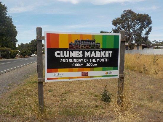Clunes, أستراليا: Sign advertising the Monthly Market