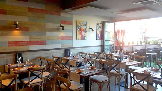 Salón y terraza de El Rincón casa de comida en Majadahonda