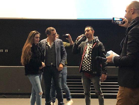Pathé Aéroville le 26/01/2020 : le jeune homme fait une grande déclaration d'amour à sa petite amie