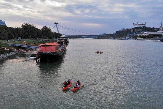 大多瑙河独木舟从维也纳下降并发现布拉迪斯拉发