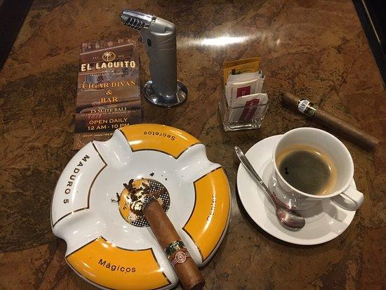 El Laguito Cigar Divan & Bar