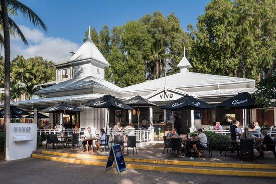 最高のロケーションに位置Vivo Palm Coveは口コミで高評価!中でもスタッフさんがフレンドリーということ、料理がとても美味しい、早朝からの営業でモーニングにも対応しているパームコーブでは人気のレストラン