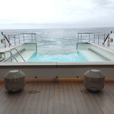 Le Laperouse: Infinity Pool
