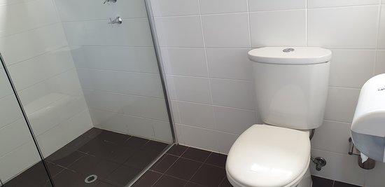 Sundowner Motel Hotel Whyalla    toilet