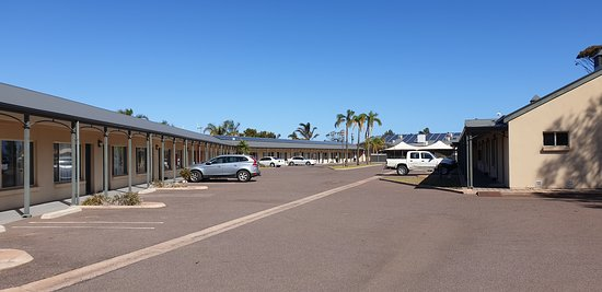 Sundowner Motel Hotel Whyalla   looking towards the main part of the hotel