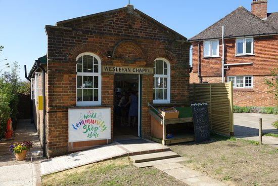 Sevenoaks, UK: Weald Community Shop and Cafe in the glorious sunshine.