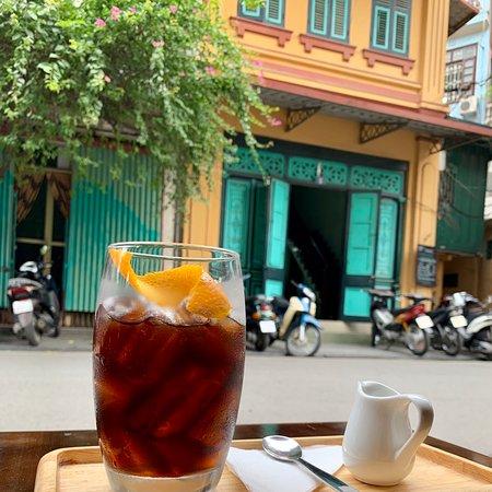 Hội An Corner Coffee - Số 6 Nguyễn Quang Bích - Cửa Đông - Hoàn Kiếm HN . Một quán cafe mang đậm chất truyền thống , bạn sẽ được phục vụ và hưởng những gì tốt nhất tại đây !