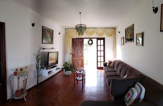 Mangueirinha, PR: Area superior da casa onde se encontra a sala principal de estar.