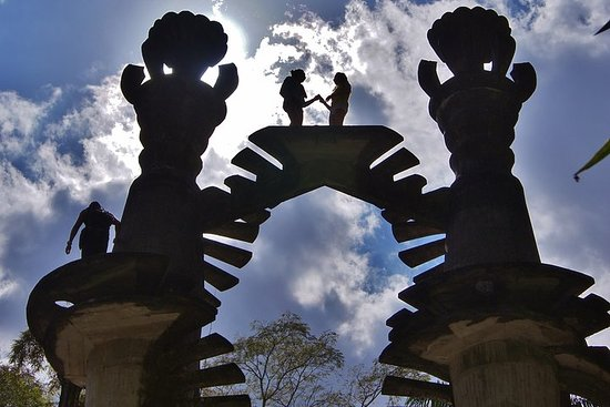 Visita al jardín surrealista en...