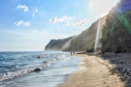 Praias famosas de Bali com Uluwatu...