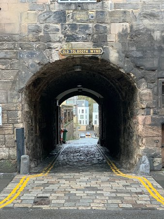 Gratis Edinburgh-tur: Old Tolbooth Wynd - the history of this particular alley was very interesting