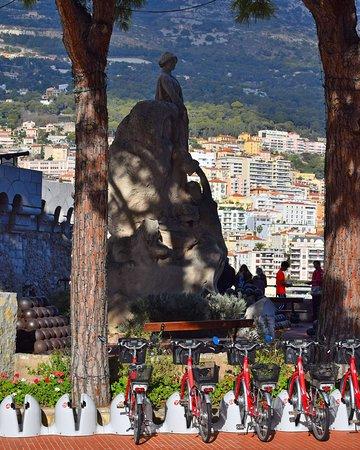 Скульптурная композиция Константа Ру (Constant Ambroise Roux) на Дворцовой площади в Монако