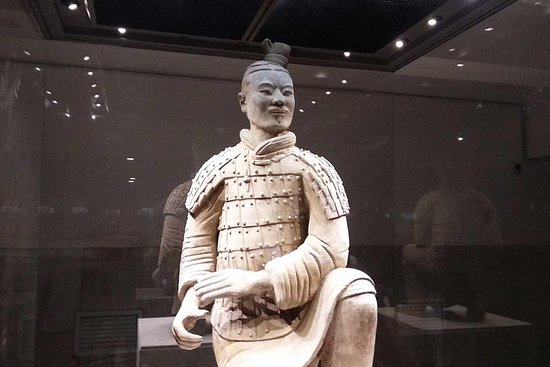 Private Xi'an Exploration Tour: Comparison of Warriors in Qin and Han Dynasty Photo