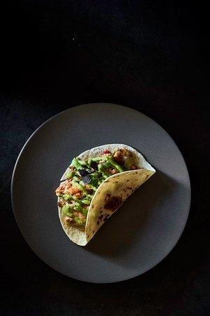 TACOS GOBERNADOR Si quieres disfrutar de la comida mexicana como nunca antes lo has hecho... sólo tienes que llamar y reservar uno de nuestras mesas y... ¡sentarte a disfrutar!