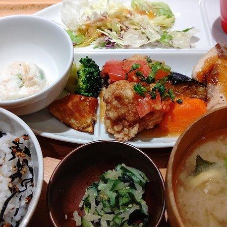 Obon de Gohan Cocoon City: とろサバの唐揚げ トマト油淋鶏ソース