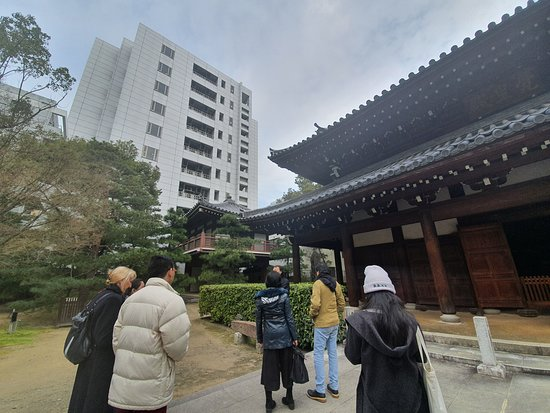Mysterious Temples of Hakata Walking Tour: Jotenji Temple