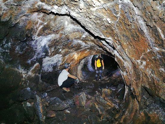 Saint-Philippe, Ile de La Réunion : Spéléologie volcanique dans les tunnels de lave du Piton de la Fournaise