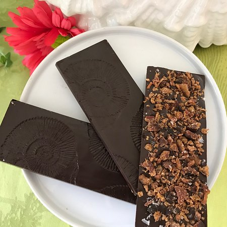 Sugar Marsh Cottage: It's a new year and what could be better than chocolate………hmmmm… Chocolate and bacon of course!  We've created some beautiful and delicious Bittersweet Chocolate Bacon Bars with a light dusting of sea salt.   The combination of salty and sweet is classic and these will delight your taste buds!