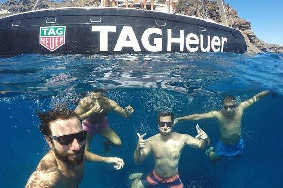 Caldera Blue Cruise sur un voilier avec...