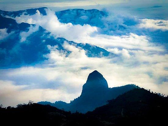 En los páramos andinos nos encontramos a un sabio, un rey, un dormido, un eterno guardián de la vida.  Sigchos el jardín colgante de los andes debería llamarse el jardín colgante del mundo
