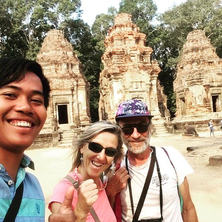 Prasat Bakong, Cambodia: 2 días de tour . Muchísimas gracias Franco y su esposa que  eligieron mi servicio para visitar los templos en Camboya.  Tour español en Camboya  +85586656713