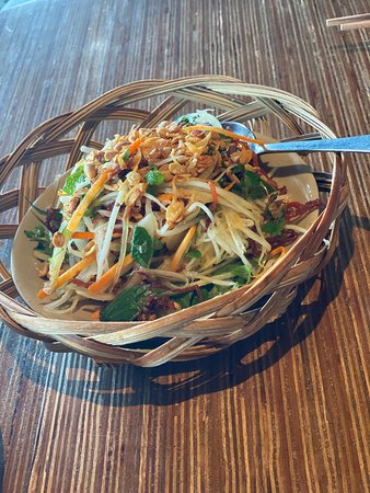 Cau Go Vietnamese Cuisine Restaurant: Green papaya salad