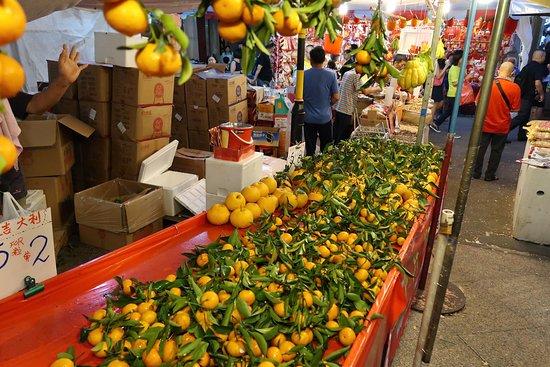 Jeruk mandarin, salah satu item khas imlek.