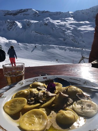 Wonderful place for lunch. Fantastic truffle pasta and Rösti
