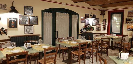 Vignola, Italy: sala
