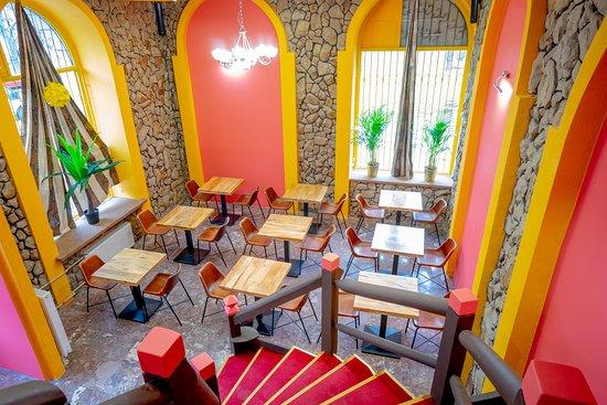 Wnętrze restauracji Bawarchi.  Dla wielbicieli kuchni indyjskiej, tajskiej i nepalskiej to prawdziwy raj!  Zapraszamy serdecznie na ulicę Smoczą 3 w Warszawie.   #kuchniaindyjska #kuchniatajska #kuchnianepalska #nowarestauracja #restauracjawarszawa