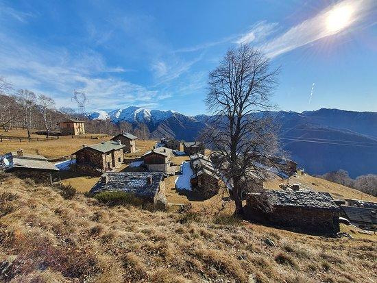 Maccagno con Pino e Veddasca, Italija: ... sehr schöne Aussicht und eine schöne Wanderung dorthin