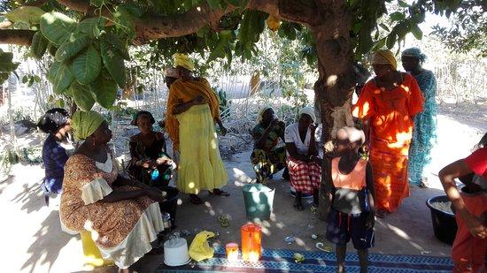 Rodzinna uroczystość w wiosce Yundum