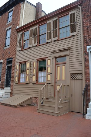 2019 photo of 328 MIckle St. Camden