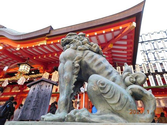 生田神社・拝殿と狛犬