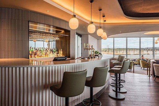Edinburgh Airport Lounge - No1...