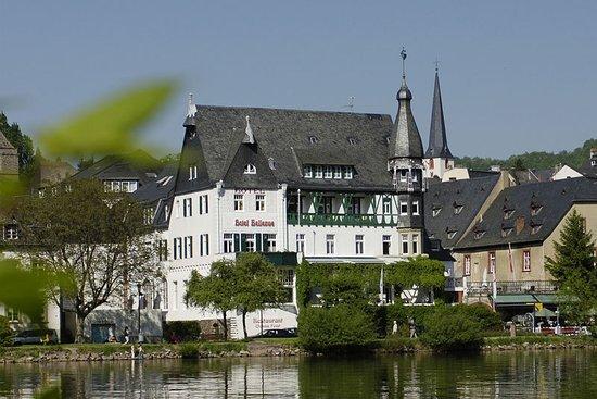 Historische Saulenkeller Hotel Restaurant Moselschlosschen