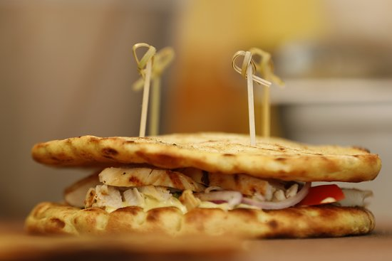 Chicken Fillet On Grill Club Tomato Onion Parsley Honey Mustard Sauce Picture Of Pita Wrap Pizza Mykonos Mykonos Town Tripadvisor