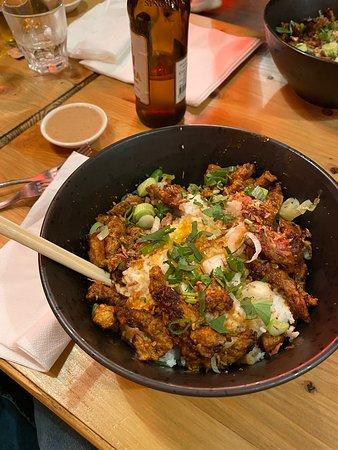 Une tuerie ! Deco, ambiance, staff et qualité des plats.   Donburi, gyoza (excellente cuisson), BoBun...