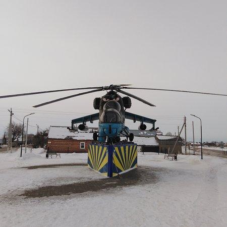 Pugachev, Russia: Вертолёт Ми-24 на въезде в Пугачёв Саратовской области.