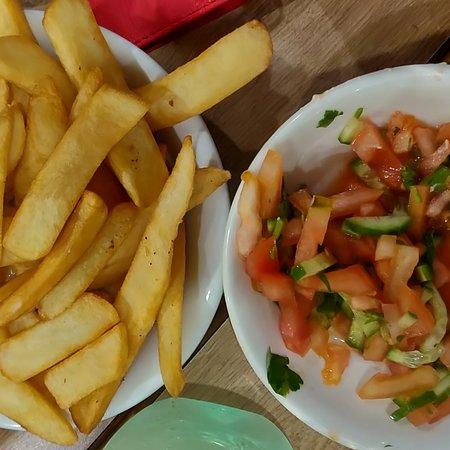 """Netivot, Izrael: מסעדה """"טעם העמק"""" בנתיבות. מסעדת בשרים כשרה.  ארוחת ערב לחברים עם מצגת. האווירה מצויינת, האוכל טעים ומוגש עם סלטים תוספות, בשרים מעולים, הזמנתי סטייק והיה טעים , הוגש חם והקינוחים היו מושלמים ופרווה..."""