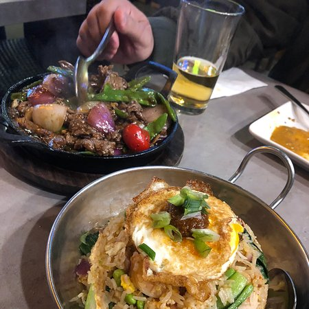 Great food and service. We didn't know what spot to try first at the Asian Town restaurants, and Phat Eatery was a solid choice. The fried rice and roti with curry were delicious