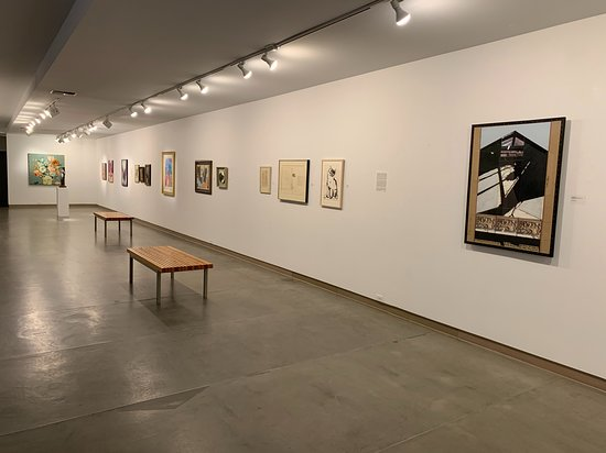 A simple gallery that highlights the artwork.