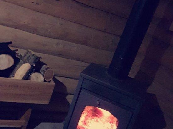 CABANE BELKI Week-end aventure à Saxel  Petit séjour isolé en pleine nature, avec un cadre et une vue imprenable sur le lac LEMAN. Nous avons en plus la chance d'avoir de la neige. Nous remercions Luduvic qui a été au top avec nous et très sympathique et de bon conseil. À faire!!👍