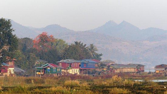 Samka, Myanmar: Le village voisin au petit matin