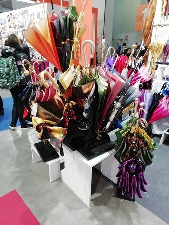 Cuneo gli ombrelli multicolori