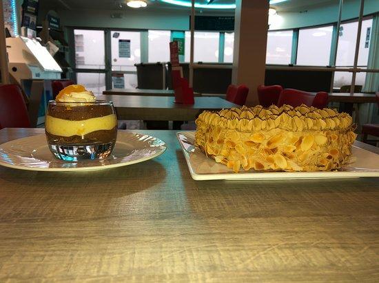 Le Relecq-Kerhuon, Francja: les desserts maison un moka et une verrine crumble chocolat orange
