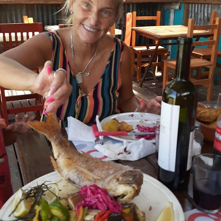 Mar de Cobo, Αργεντινή: PEIXE, bar de pecado y mariscos. Pesca del día! LA CALETA